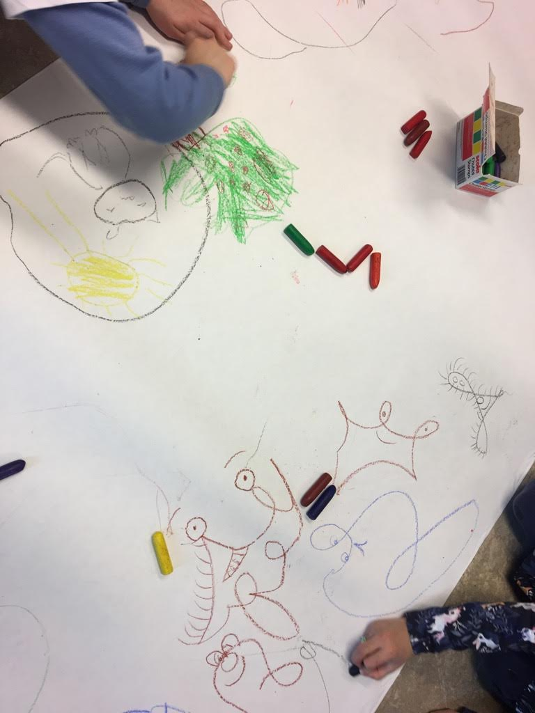 Barn tegner Rimtull og Krusedull på besøk på Åsane Bibliotek Bergen