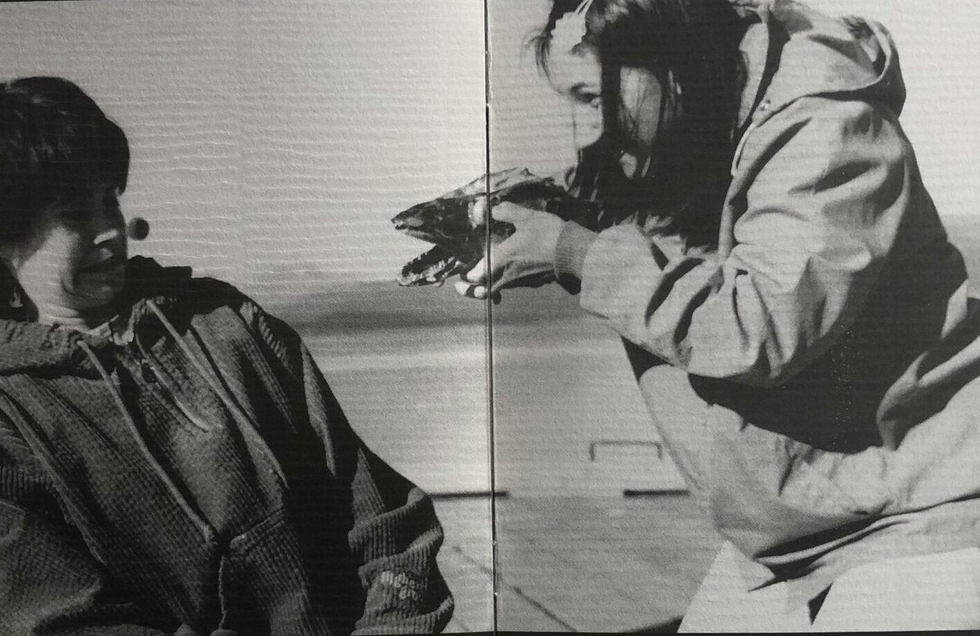 To søstre med torskehau bilde fra program Totalteatret